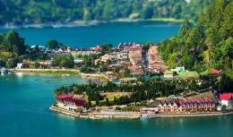 Dalam Wikipedia Parapat adalah kelurahan indah yang terhubung ke Danau Toba   gambar : tripelaketoba.com