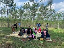 KKN 132 UNS Adakan Dongeng Ceria untuk Tingkatkan Literasi