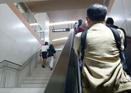 Pilih tangga biasa atau eskalator? (foto by widikurniawan)