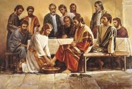 Yesus membasuh kaki para murid sebagai bentuk pelayanan terhadap sesama. Foto: https://selisip.com/.