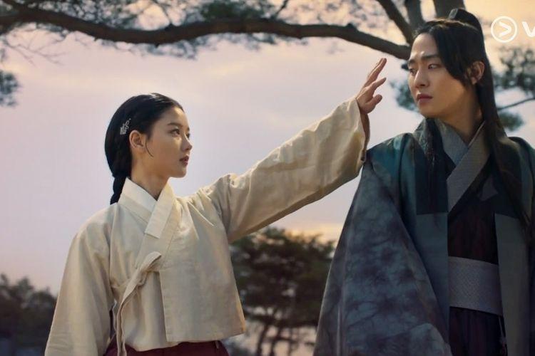 Pemeran drama Lovers of The Red Sky, Kim Yoo Jung dan Ahn Hyo Seop (Viu Indonesia via Kompas)