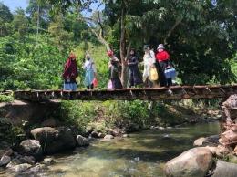 Contoh jembatan akses ke kebun durian di Lhong