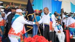Gubernur Papua Lukas Enembe (kanan) foto humas pbpon