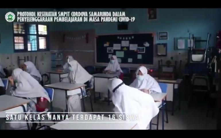 Bidik Layar dari kanal youtube SMPIT CORDOVA, Simulasi Siswa Mengikuti Pertemuan Tatap Muka | Dok.Pri. Siska Artati