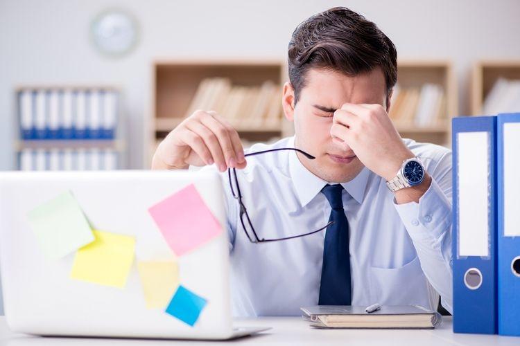 Ilustrasi stres di kantor (sumber: shutterstock via kompas.com)