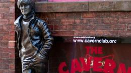 Patung Lennon di depan Cavern Club-Liverpool. Sumber: Getty / www.bbc.com