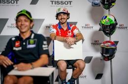 Pecco dan sang mentor, Valentino Rossi: Twitter/@PeccoBagnaia via Okezone.com