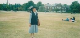 dengan latar belakang Kensington Palace( dokpri )