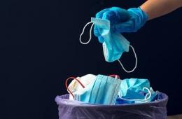 Tumpukan sampah masker, bisa menyebabkan lingkungan tidak sehat | ilustrasi : yukk.co.id