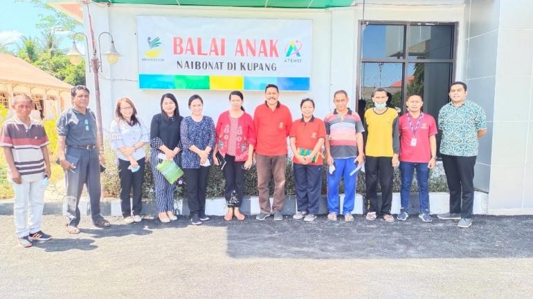 Tim Pengabdian Masyarakat Prodi Penyuluh Agama dan Staf Balai Anak Naibonat Kupang (DokPri)