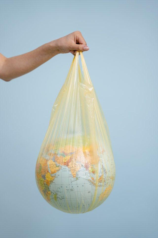 Bola Dunia (sumber Foto oleh MART PRODUCTION dari Pexels)