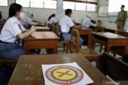 Pembelajaran Tatap Muka (PTM) dengan tetap menerapkan protokol kesehatan (Foto: ANTARA/Maulana Surya)