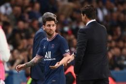 Lionel Messi ketika diganti oleh Pochettino saat PSG bermain kontra Lyon (21/9). Foto: AFP/Franck Fife via Kompas.com