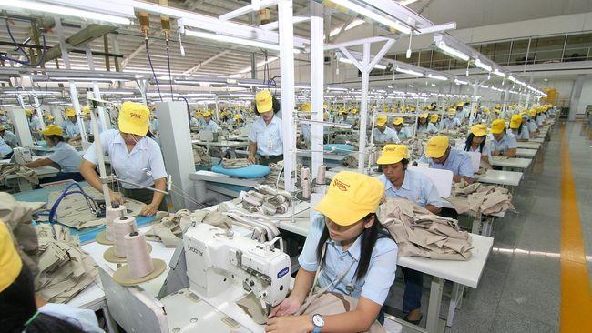 Pegawai Industri (Sumber: CNN Indonesia)