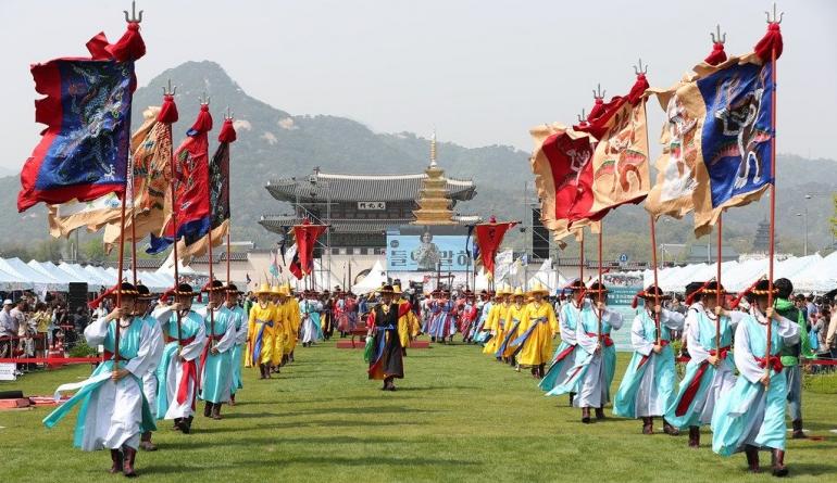 www.flickrs.com/Tentara dan pengawal kerajaan Dinasty Joseon di Istana Gyeongbokgung, Seoul
