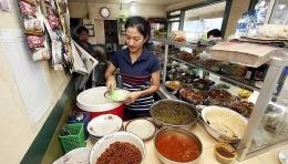 Penjual Warung Nasi. Sumber: Bisnis Tempo