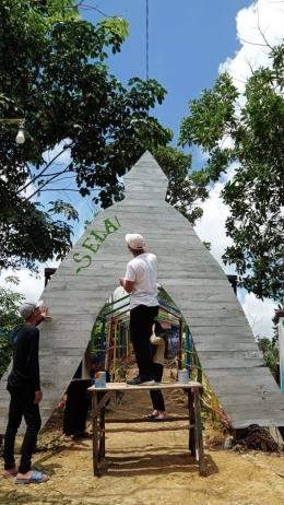 Kegiatan Melukis di Terowongan Wisata Gunung Lonceng Oleh Mahasiswa Dok. Pribadi