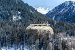 Hotel tempat meeting Davos | foto: Phaidon.com