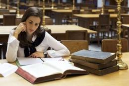 Ilustrasi mahasiswa mencari bahan usulan penelitian. Sumber: Shutterstock via Kompas.com