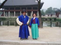 Aku dan Xavier dengan Hanbok di Istana Gyeongbokgung/dokumen pribadi