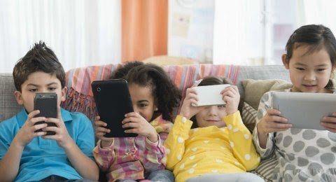 Anak dan gawai (sumber: yoursay.id)