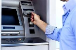 ilustrasi artu ATM Tertelan Mesin (Sumber: Thinkstock/money.kompas.com)