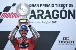 Pebalap Ducati asal Italia Francesco Bagnaia saat menjuarai MotoGP Aragon di Sirkuit Motorland di Alcaniz pada 12 September 2021.  Sumber: AFP/LLUIS GENE via Kompas.com