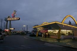 Gerai McDonald's tertua yang masih beroperasi di Downey-AS. Sumber: Bryan Hong/wikimedia