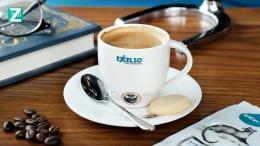 Salah satu gerai kopi yang dikenal dengan deretan produk yg variatif. Sumber: www.zonaduit.com