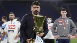 Gelar Coppa Italia dipersembahkan Gattuso untuk Napoli. Sumber: AP Photo/Andrew Medichini/via Detik.com