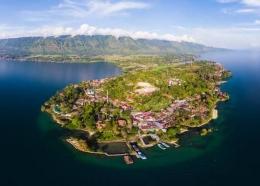 Keindahan alam dan kekayaan warisan budaya di Pulau Samosir Menjadi magnet kuat bagi para wisatawan| ilustrasi : Advontura.com