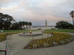 Di tengah-tengah Kings Park terdapat api abadi dan Memorial War (Dok Pribadi)