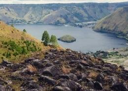 LembahTipang (kanan bawah) dan Bakkara (kanan atas) dipandang dari bukit Batu Maranak, Tipang (Foto: pariwisatasumut.net)