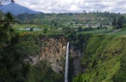 Air terjun Sipisopiso yang sangat indah (Foto pribadi)