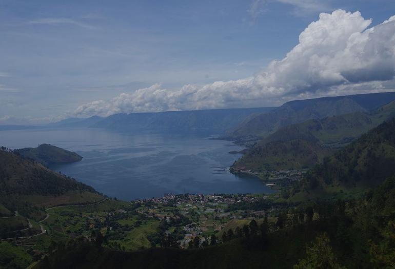 Pemandangan Danau Toba dari air terjun Sipisopiso (Foto pribadi)
