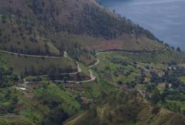 Jalan berkelok menuju Desa Tongging (Foto pribadi)