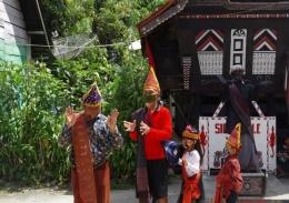 Tari Sigale-gale di Desa Tomok (Foto : Pribadi)