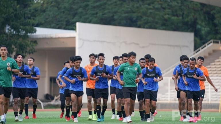 Skuad Timnas Garuda sedang melakukan latihan fisik rutin dalam menghadapi Piala AFF 2021 pada Desember 2021 (Foto PSSI.org)