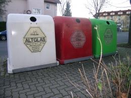 Kontainer botol kaca dan pengelolaan limbahnya di Jerman   Foto: commons.wikimedia.org/Salino01—
