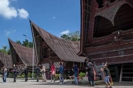 Desa Tomok yang terletak di Pulau Samosir. Via: kompas.com