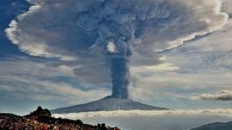 Ilustrasi letusan Gunung Toba di masa lalu (sumber: intisari.grid.id)
