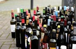 Botol kaca bekas yang bisa didaur ulang   Foto: pixabay/congerdesign