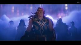 Saat Thor menginvansi bumi dengan pestanya. Sumber : Disney+