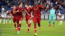 Pemain AS Roma merayakan gol ke gawang Udinese. (via Getty Images)