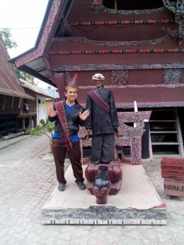Foto Bersama dengan Patung Sigale-Gale (dokpri)