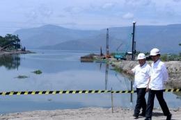 Presiden Jokowi meninjau pembangunan alur Tano Ponggol|foto:Biro Pers dan Media Setpres RI