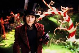Johnny Depp memerankan tokoh Willy Wonka dari penulis fantasi kesukaan saya, Roald Dahl. (Sumber: Via IDN Times)
