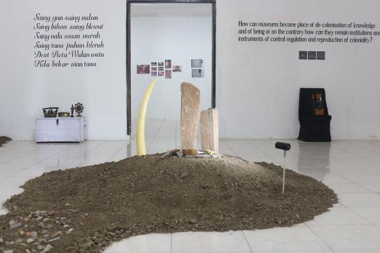 Beberapa instalasi seni dalam pameran Re-Imagine Bikon Blewut.