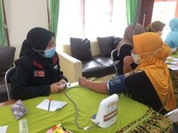 Mengukur tekanan darah / instagram: @pmmsidomulyo87 (Dok.pri)