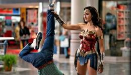 Adegan Wonder Woman 1984   Sumber Foto: Wartaekonomi.